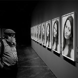 تأثير Black and White Gallery