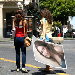 Effet Girls with Poster